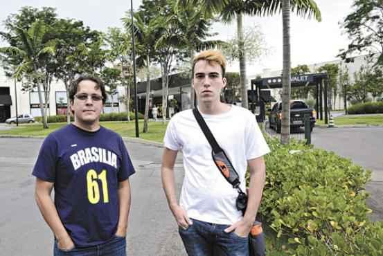 Yuri e Caio, ligados a partidos de esquerda, farão parte do rolê no Iguatemi para lutar contra o preconceito social (Ed Alves/CB/D.A Press)