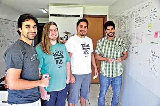 Renato, Julio, Flavio e Rafael abriram uma empresa com foco em inova��o (Paula Rafiza/Esp. CB/D.A Press )