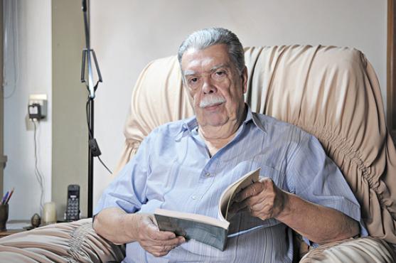 Anderson Braga Horta participa da antologia com 10 sonetos e divide espa�o no livro com os pais: Anderson de Ara�jo Horta e Maria Braga Horta  (Gustavo Moreno/CB/D.A Press - 8/9/11 )