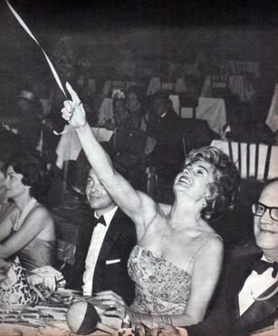 A americana Rita Hayworth, a eterna Gilda, passou pela festa de Brasília em 1962  (Arquivo Público do Distrito Federal/Divulgação)