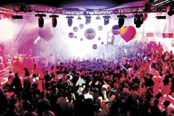 As baladas de Florianópolis são pura diversão: as festas, ideiais para os recém-formados, vão até o sol raiar (Pachá/Divulgação)