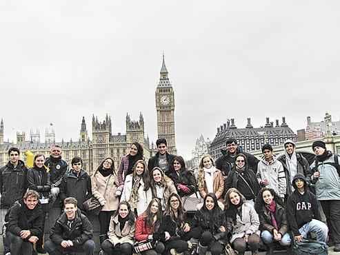 Viagem feita por uma escola da Asa Sul: os jovens ficaram na Europa por um mês, durante as férias escolares (Galois/Divulgação)