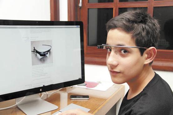 Tiago em sua atividade preferida: em frente a um computador, ele criou o primeiro aplicativo e se envolveu no mundo tecnológico