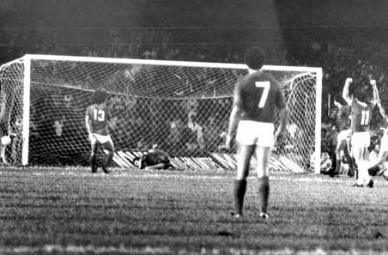 Jogadores do Inter comemoram gol contra o Cruzeiro, no Mineirão, pelo Nacional de 1979: grandes se rebelaram e só entraram na terceira fase (Arquivo EM/D.A Press - 5/12/79)