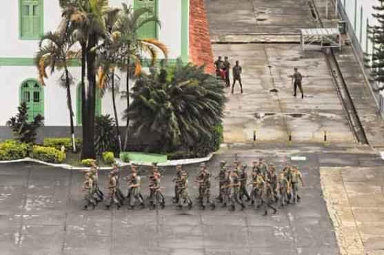 Soldados no quartel do 12º RI em Belo Horizonte. De acordo com o dossiê Brasil Nunca Mais, 74 pessoas foram torturadas no local durante o regime militar  (Marcos Michelin/EM/D.A press)