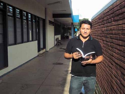 Memorizar as conjunções é um dos desafios do candidato Júlio Mota, 34 anos (Lucas Vidigal/Esp. CB/D.A Press  )