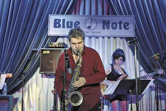 No mês passado, o músico foi à Costa Leste note-americana para uma série de shows, incluindo apresentação na lendária casa de jazz Blue Note  (Blue Note/Divulgação )