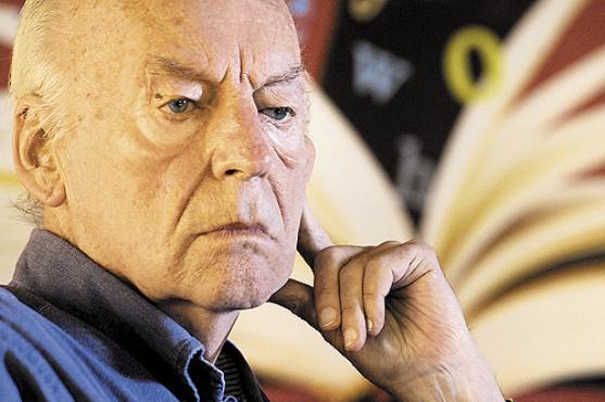 O escritor uruguaio Eduardo Galeano arrancou aplausos da plateia com suas reflexões sobre a relação tensa entre o futebol e a política