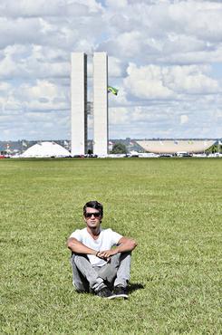 O estudante de arquitetura Felipe Fuentes acompanha o desenrolar  do PPCub, plano que determinará o futuro urbanístico da cidade (Marcelo Ferreira/CB/D.A Press)
