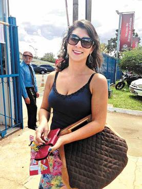 Sem tempo para almoçar, Tatiana Araújo apelou para o salgadinho (Guilherme Araújo/CB/D.A Press)