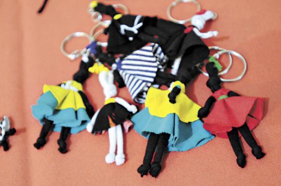 As bonecas abayomis podem virar chaveiros e amuletos da sorte (Iano Andrade/CB/D.A Press)