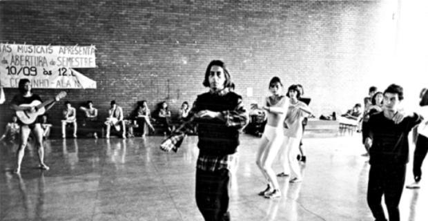 Hugo Rodas (C) em ensaio na UnB, em 1987, quando entrou na universidade como professor visitante  (Mila Petrillo/CB/D.A Press - 22/9/87)