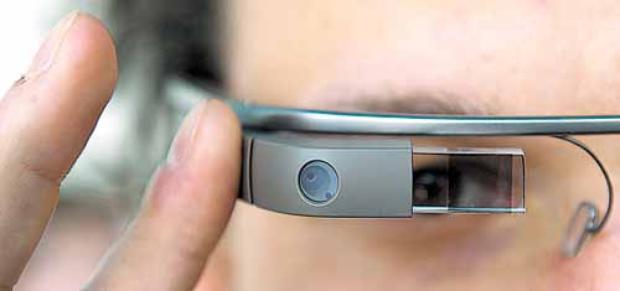 O uso do aparelho em hospitais divide opiniões: alguns temem que ele seja fonte de distração para os médicos (Ole Spata/AFP - 24/4/13 )