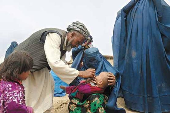 O talibã dificulta a vacinação de crianças no Paquistão, que vive uma epidemia da pólio  (Marai Shah/AFP)