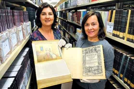 Rosa Paganine e Maria Cristina Silvestre mostram algumas obras que j� est�o passando pelo processo de digitaliza��o (Bruno Peres/CB/D.A Press)