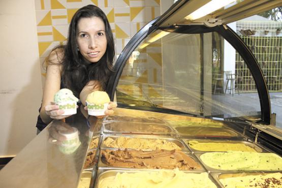 Dona de uma sorveteria especializada em frutos do cerrado, Anita elabora sabores, como amarula e alfajor, para homenagear as seleções (Oswaldo Reis/Esp. CB/D.A Press)