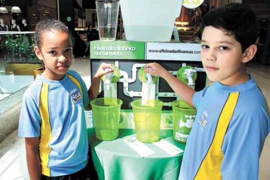 Micael, 8 anos, juntou R$ 300 com o dinheiro do lanche: exemplo (Oswaldo Reis/Esp. CB/D.A Press)