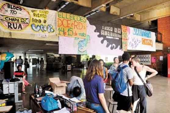 Urnas ficaram abertas at� o fim da tarde de ontem: previs�o � que resultado saia ainda hoje pela manh� (Antonio Cunha/CB/D.A Press)