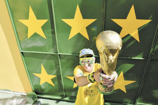 No portão da casa, foram pintadas seis estrelas. Marilza está convencida de que a Seleção conquistará o hexa (Gustavo Moreno/CB/D.A Press)