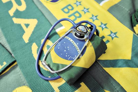 O aparelho de aferir pressão arterial envolvido na Bandeira Nacional (Gustavo Moreno/CB/D.A Press)