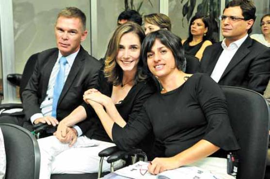 Norberto e Katiele Fischer, ao lado de Margarete Brito: esperan�a (Antonio Cunha/CB/D.A Press)