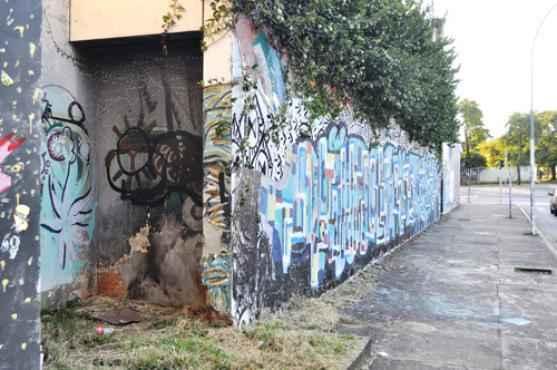 As imediações do espaço se tornaram residência para moradores de rua