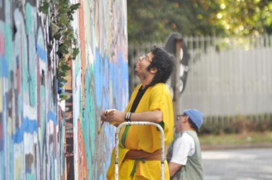 Ajuda comunitária. Artistas se reúnem para tentar mantê-lo vivo