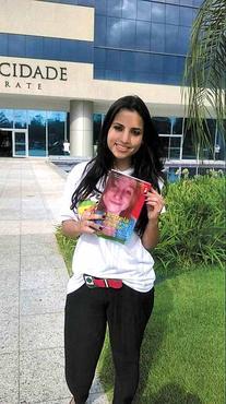 Kerrya Brito busca aprendizado para lidar com o câncer em livros como A estrela que nunca vai se apagar  (Arquivo Pessoal )