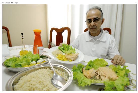 Depois de 20 anos em busca de explicações para o mal-estar que sentia, Ricardo Leão descobriu que não pode comer frutas