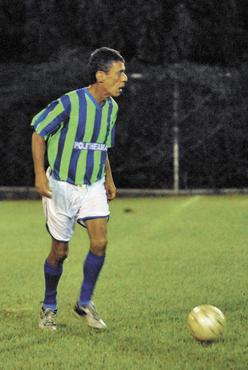 Chico com a camisa do Polytheama, durante passagem da equipe por Brasília, em 2007  (Zuleika de Souza/CB/D.A Press - 14/5/07)