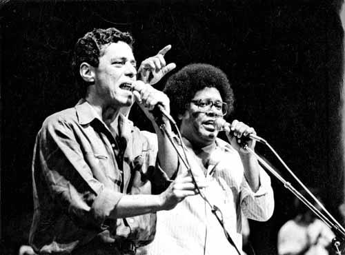 Em 1986, os compositores fizeram duas apresentações no Distrito Federal. Uma delas em Ceilândia