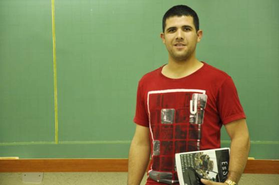 Douglas, cabo no Colégio Militar de Brasília,  quer passar no concurso para garantir estabilidade  (André Violatti/Esp. CB/D.A Press  )