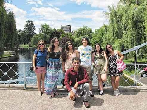 Bruno C�sar (ao centro) com colegas do  CsF, em visita a Boston (Bruno Amaral/Arquivo Pessoal )