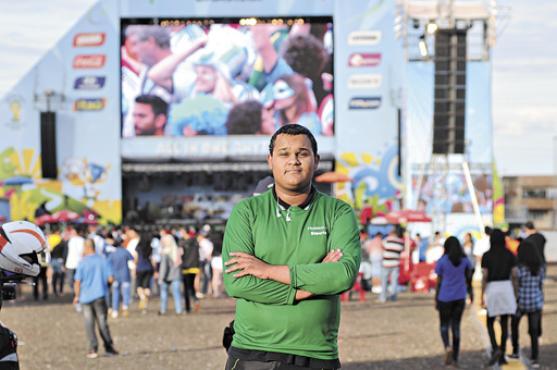 Cheio de disposição, Luiz Gustavo acumula anos trabalhando apenas por boa vontade (Carlos Moura/CB/D.A Press        )