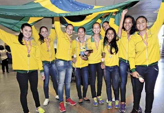 Com atletas de até 17 anos, a equipe já participou de 12 jogos escolares (Ed Alves/CB/D.A Press)