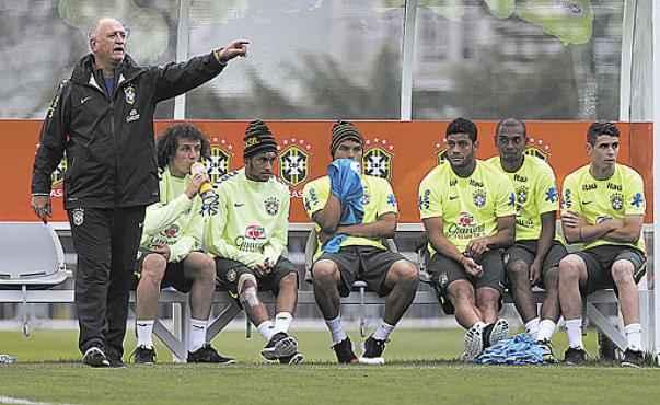 A liderança durante treino da Seleção em Teresópolis (Marcelo Regua/Reuters - 1/7/14)
