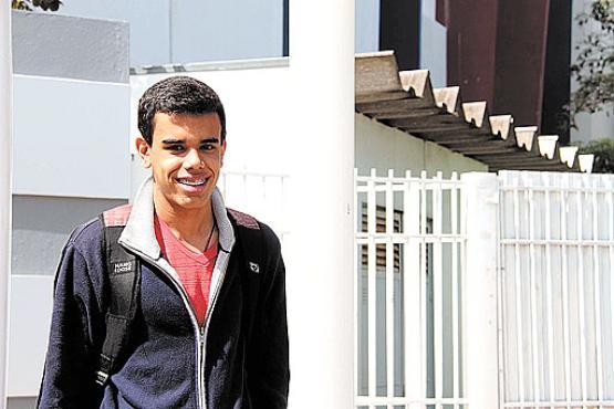 Jonas Pereira chegou com uma hora de antecedência e achou a prova fácil. Ele quer cursar relações internacionais (Ana Rayssa/Esp. CB/D.A Press)