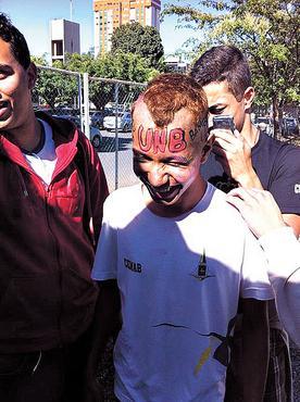 Aluno da rede pública, Pedro (C) se uniu a outros colegas que passaram no vestibular e entrou na Justiça (Arquivo Pessoal)