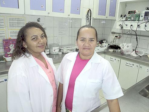 As colegas Ana e Braulina tentam conciliar estudos e rotina laboral (Pedro Henrique/Esp. CB/D.A Press )