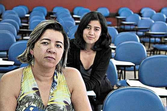 As concurseiras Daniele e Klícia estão de olho em oportunidades na Secretaria de Educação do DF e buscam ainda preparação além da sala de aula (Ana Rayssa/Esp. CB/D.A Press)