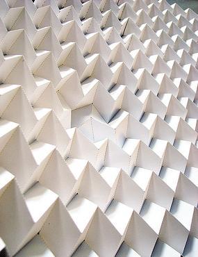 Falhas na técnica de dobradura conferem mais resistência a materiais  (Itai Cohen/Divulgação)