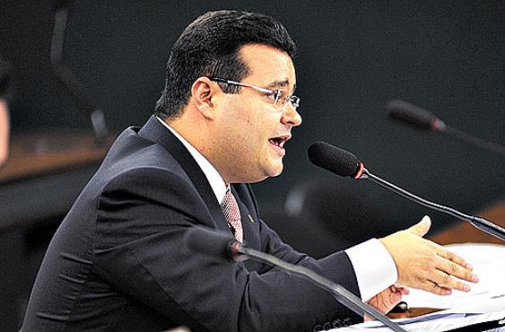 Fábio Trad defende que paralegais aparecem para auxiliar na profissão (Brizza Cavalcante/Agência Câmara - 11/5/11 )