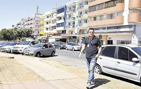 O analista de sistemas Giovane Prado trocou uma casa no Guar� por uma quitinete na Asa Norte para ficar mais pr�ximo da empresa (Andr� Violatti/Esp. CB/D.A Press     )
