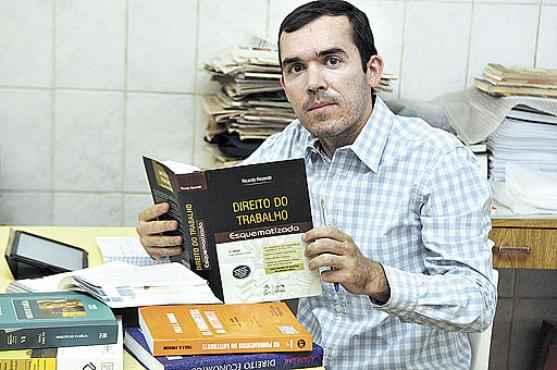 O servidor público José Maria quer garantir uma vaga de advogado e vai estudar todas as disciplinas do edital (Antonio Cunha/CB/D.A Press )