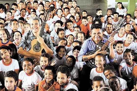 Os repentistas João Santana e Chico de Assis: projeto visa levar o estilo musical ao conhecimento dos jovens (Janine Moraes/CB/D.A Press)