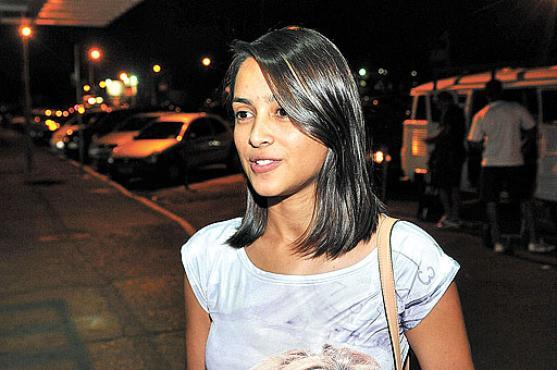 Thaíssa dos Santos se encaixa no perfil do universitário brasileiro:  21 anos, mulher e estuda à noite em uma instituição privada (Minervino Junior/CB/D.A Press)