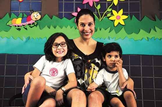Com Bianca, 8 anos, e Lucas, 4, Catiuscia Costa conta que colocou o caçula na escola por considerar a idade certa (Fotos: Paula Rafiza/Esp.CB/D.A Press)