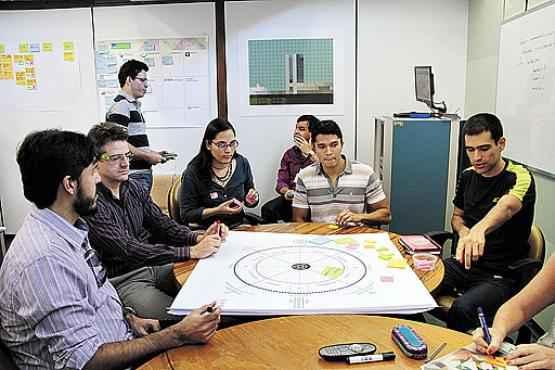 Funcionários da Câmara dos Deputados usam jogo de tabuleiro colaborativo para buscar soluções para o portal e-Democracia (Ana Rayssa/Esp. CB/D.A Press )