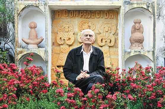Ariano Suassuna, dramaturgo, romancista, ensaísta e poeta: o brasileiro, autor da peça Auto da Compadecida, morreu em julho deste ano e poderá ser homenageado na prova (Alexandre Nóbrega/Divulgação)