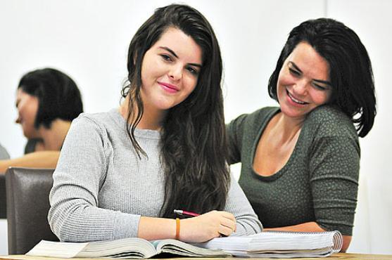 Maria In�cia, m�e de Mariana, diz que incentiva a filha desde pequena: %u201CSempre estou � frente para tirar as pedrinhas do caminho%u201D (Daniel Ferreira/CB/D.A Press )